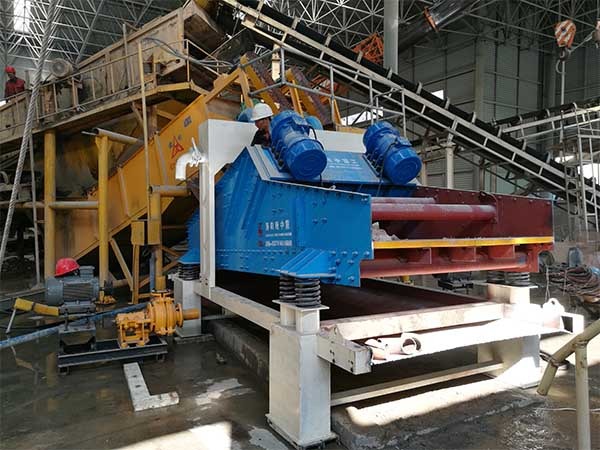 Vibrating screen for lignite coal