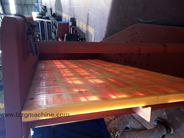Polyurethane screen for vibrating screen