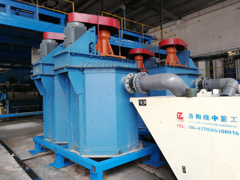 Scrubbing machine for silica sand