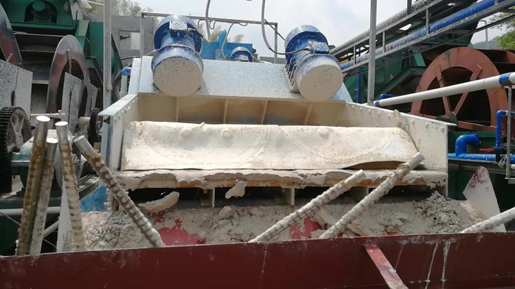 washed kaolin on dewatering screen